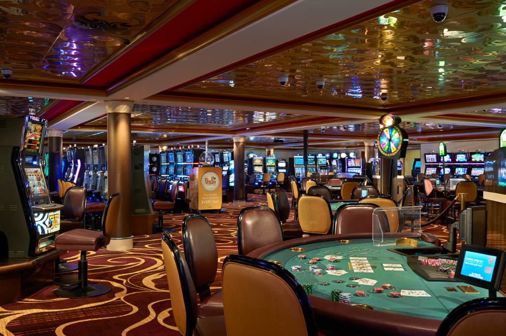 A Night Out at the Gem Club Casino